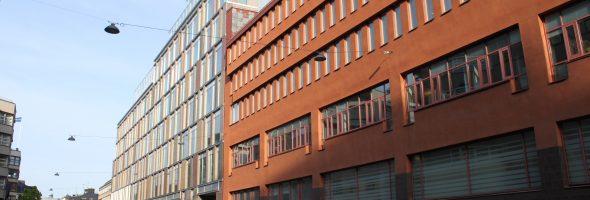 Riva hus med färg och bygga högt och grått i stället
