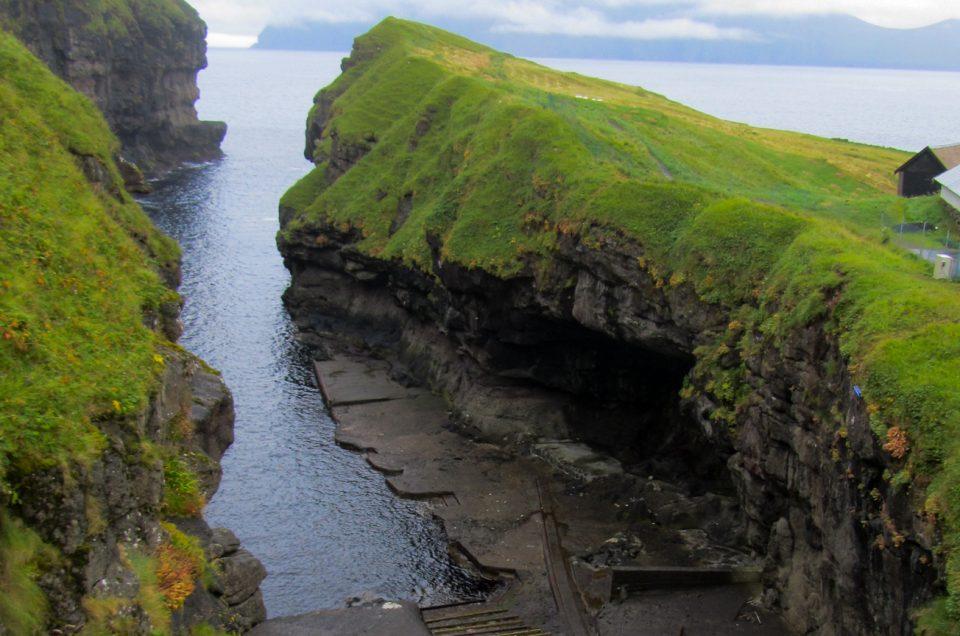 Udflugt til Gjogv, som er et af de mest besøgte steder på Færøerne. North Travel.