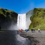Rejser til Island | Vandfaldet Skógafoss kan man ikke undgå at se på kør-selv ferie i Island. Sydkysten byder på flere flotte vandfald. North Travel.