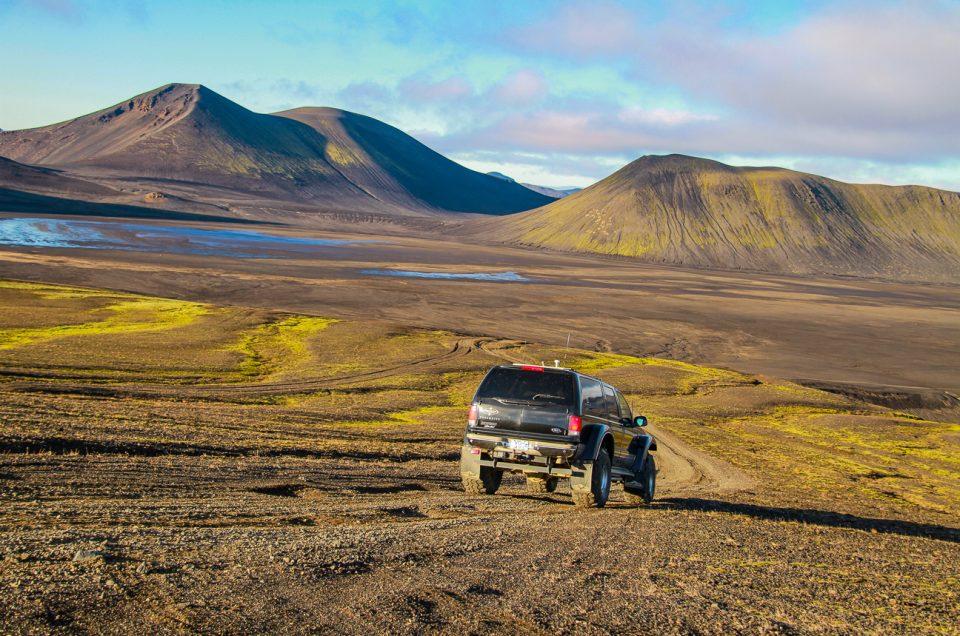 Superjeeptur til Hekla og Landmannalaugar. Book hos North Travel.