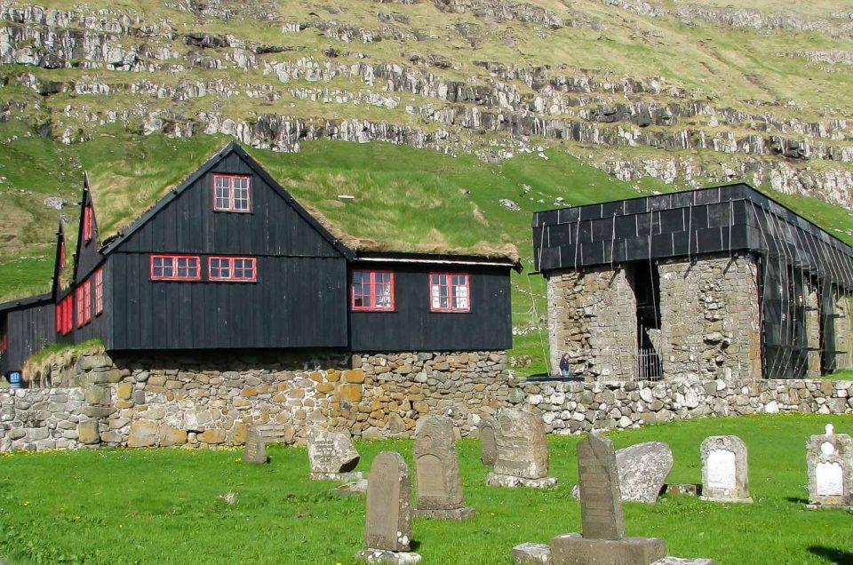 Rejser til Færøerne - Grupperejser | Kirkjubøur og Magnuskatedralen kan besøges på en bustur fra Torshavn. North Travel
