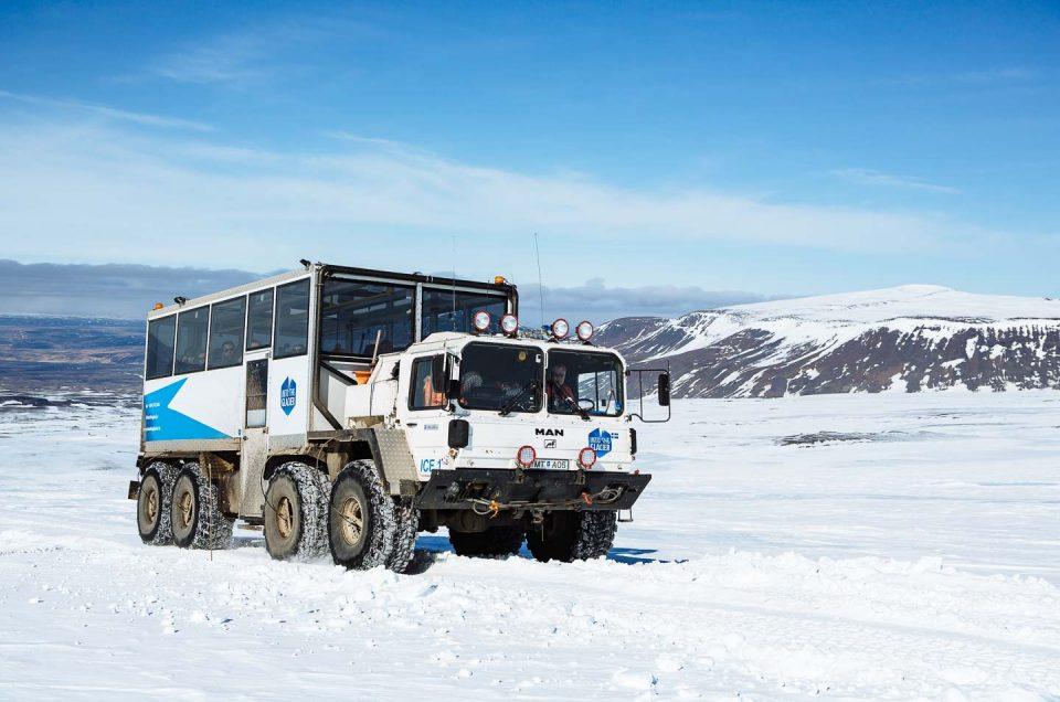 Udflugter i Island | En spændende mulighed er at tage med en monstertruck Ind i gletsjeren Langjökull. North Travel.