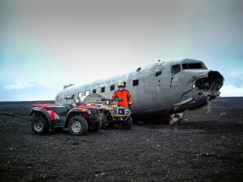 ATV på Sólheimasandur. En spændende udflugt som kan bookes hos North Travel.