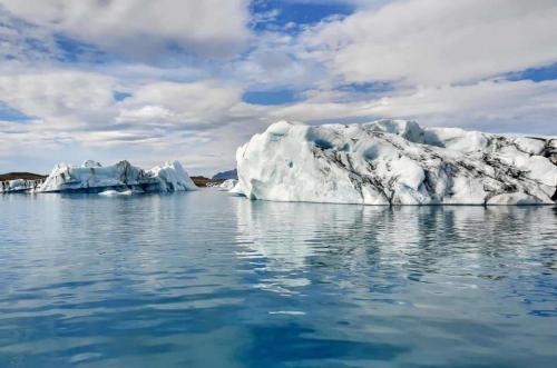 Store isbjerge på gletsjerlagunen