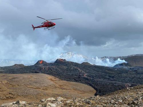 Helikoptertur over vulkanudbrud