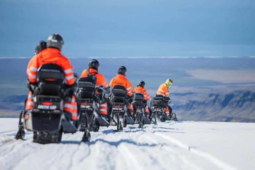 island-udflugter-snescooter-myrdalsjoekull