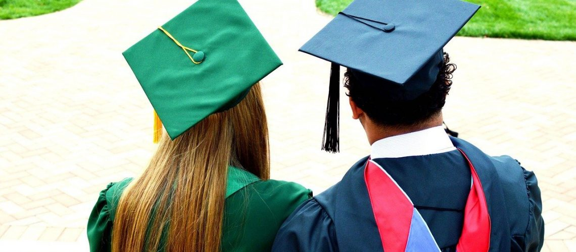 graduates-5948669_1280
