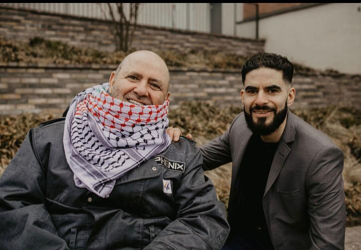 Far och son Zatara på bild tillsammans.