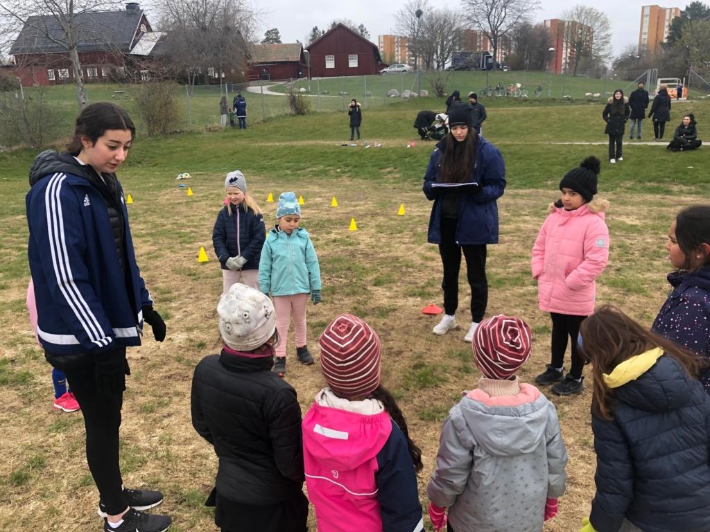 Samling på fotbollsträningen.