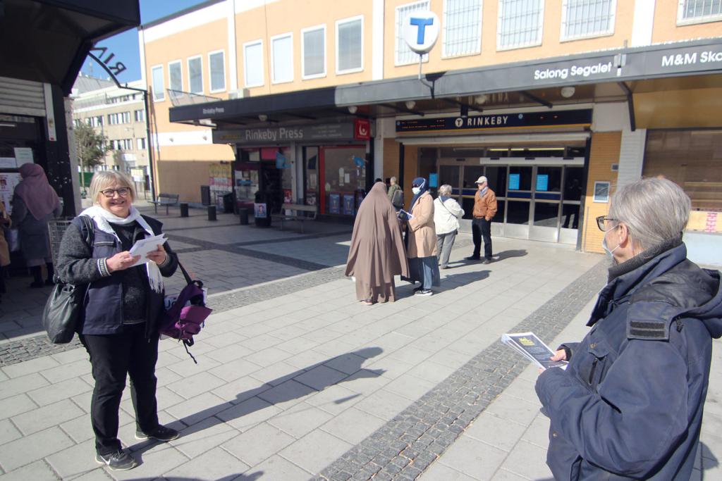 Flygbladsutdelning mot marknadshyra i Rinkeby