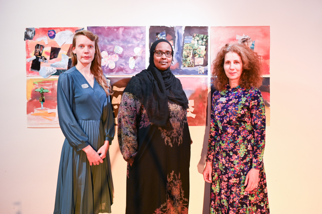 Tre kvinnor på bild