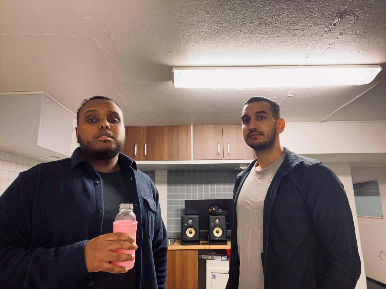 Bild på de två killarna som Avbytarbänken.