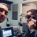 Två killar i en radiostudio.