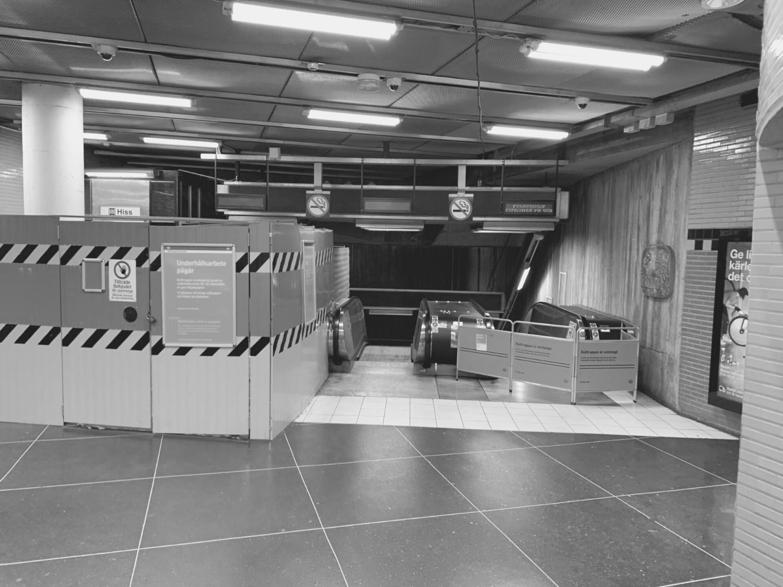 Rulltrappor i tunnelbanestation