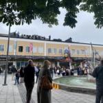 Sveriges Radios Symfoniorkester spelar på taket till Rinkeby centrum