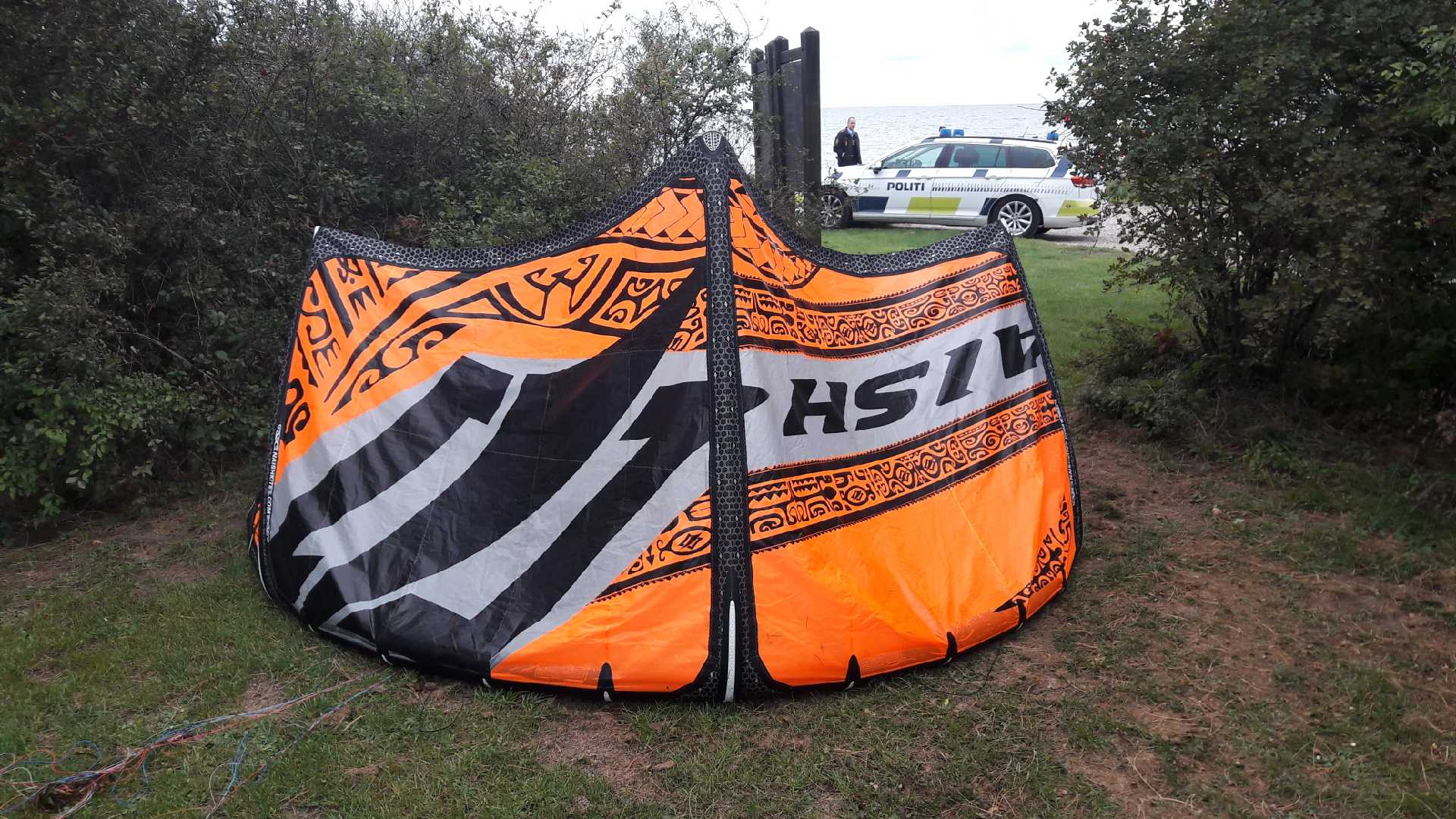 Kiteskærm fundet ved Holten Strand. Politi beder om hjælp