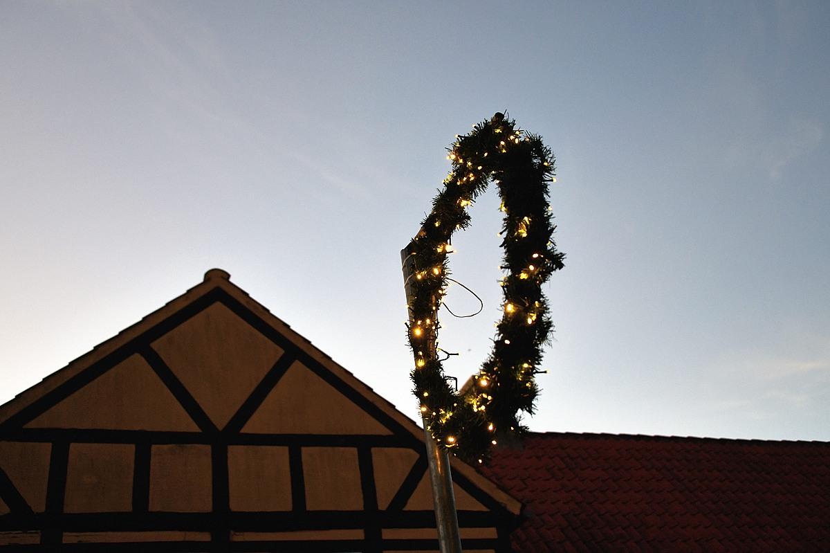 Flere julekranse og standere ødelagt i Nysted