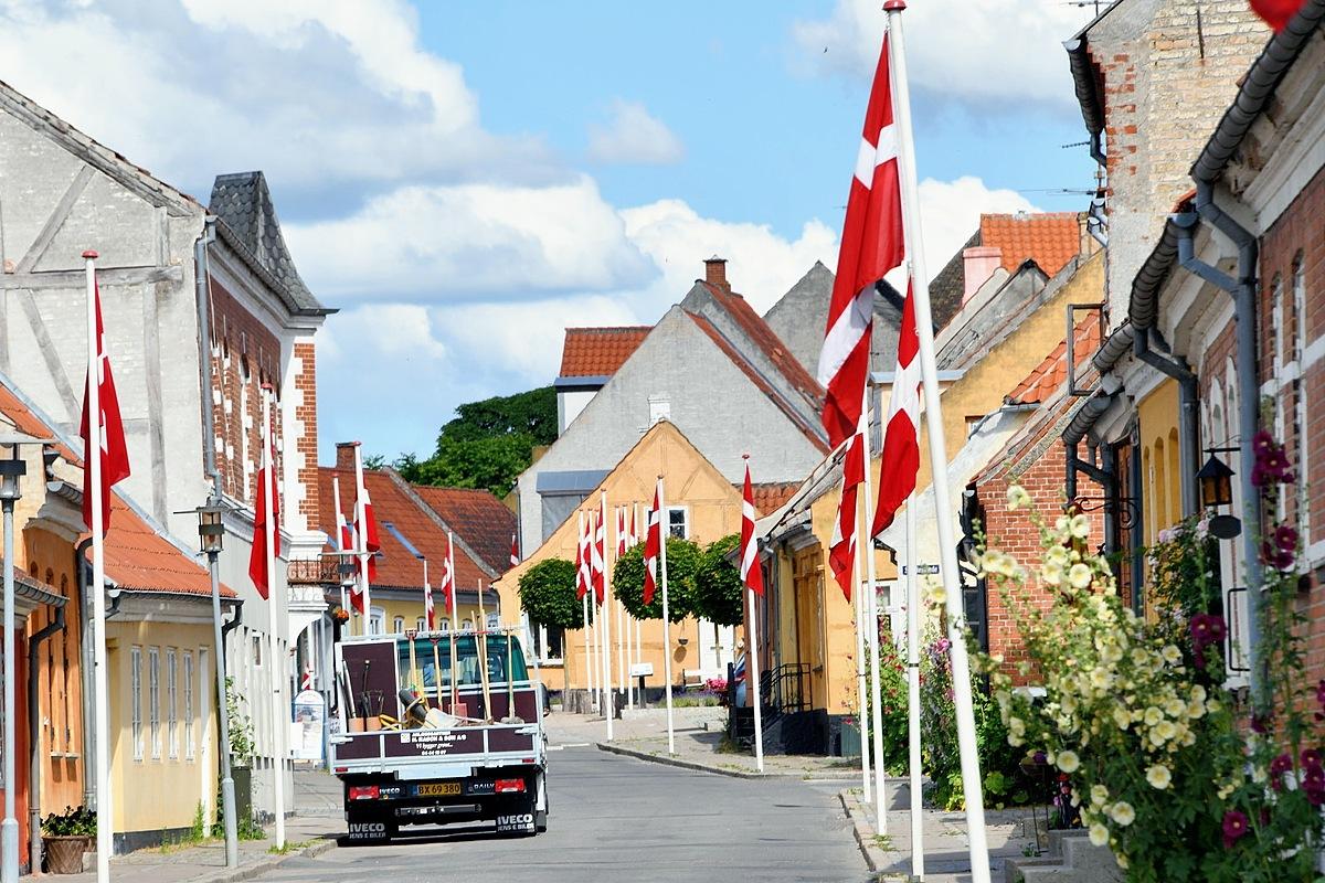 Nye flagstænger i Nysted