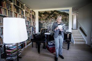Peter Poulsen læser op til Nysted Lyrik- og Visefestival