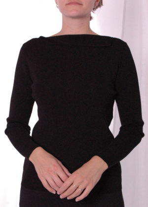 Emotions 241124 Pull with folder at neck black voorkant