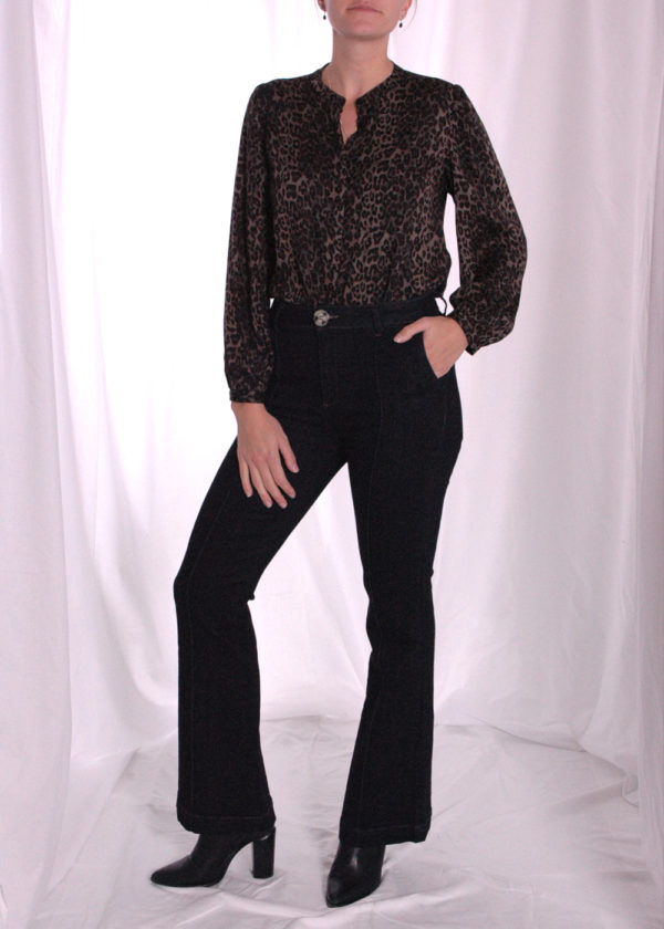 I-coni-K Birgit dark flair jeans outfit