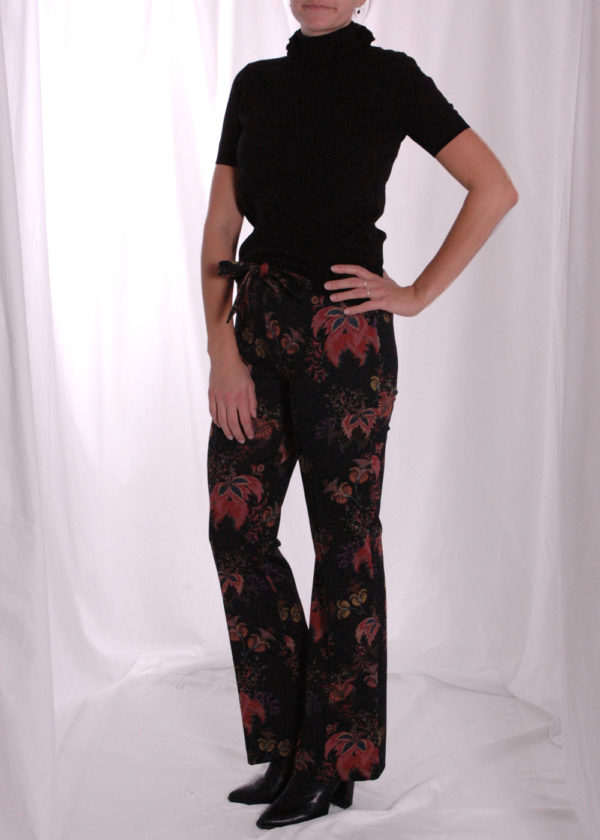 I-coni-K Tess big flower flaire outfit