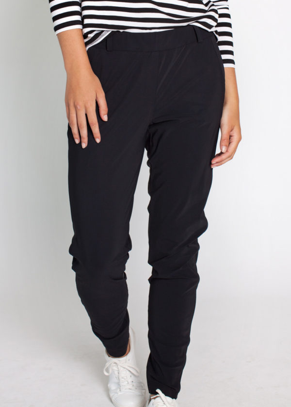 Studio Anneloes 02580-9000 Flo bonded trousers black model