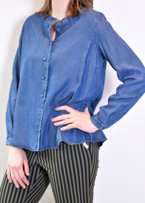 11-6183-3214-4_653 Milano Italy denim blouse front