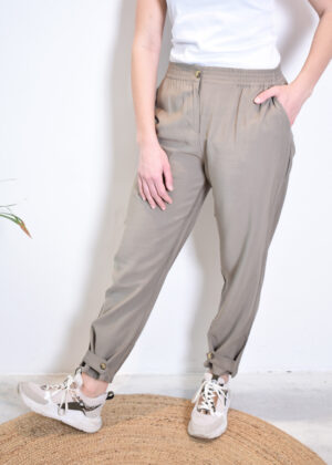 SR221-703 Francine ankle pants covert green model front
