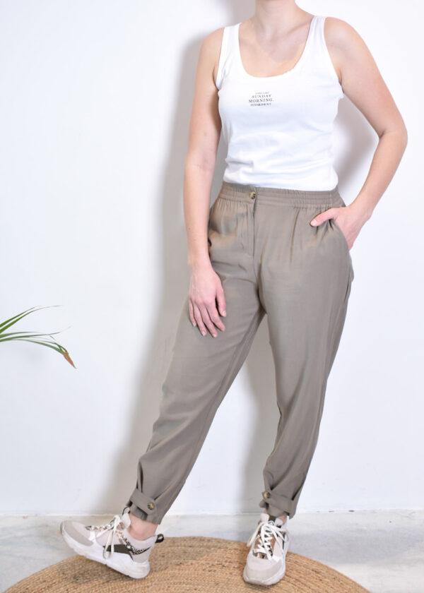 SR221-703 Francine ankle pants covert green model front