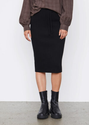 SR521-220 Soft Rebels SRAron Skirt Knit 001 Black model front
