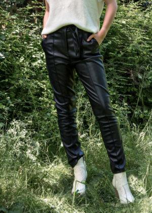 I-coni-K Ashley pants P109-02 black model front cu