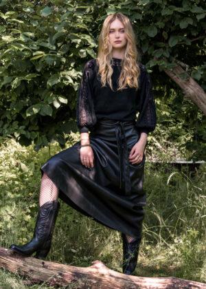 I-coni-K Azra skirt P109-03 black model front
