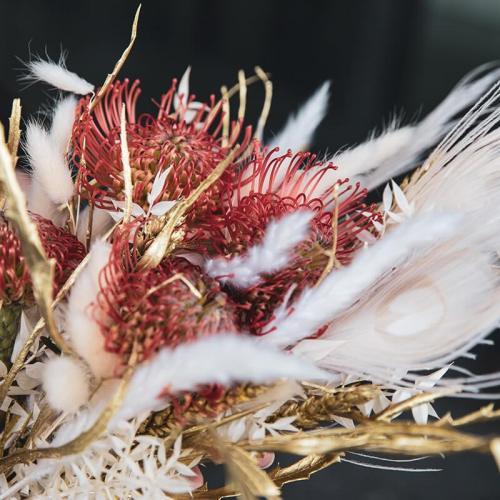 bruidsboeket-verse-bloemen-droogbloemen-witte-oranje-tinten