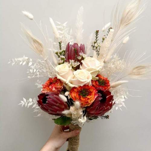bruidsboeket-verse-bloemen-droogbloemen-witte-tinten-2
