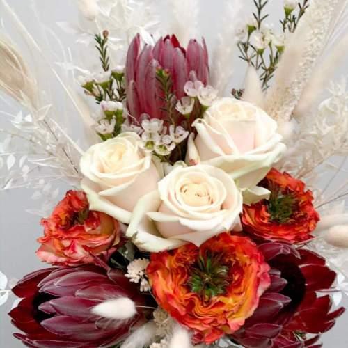 bruidsboeket-verse-bloemen-droogbloemen-witte-tinten