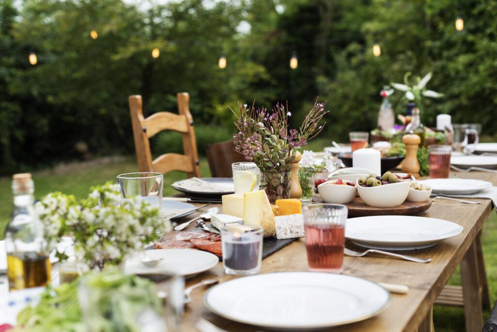 outdoor-cooking-workshop-gedekte-tafel