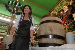 Ilse Aigner,  Anstich in der Schönheitskönigin auf der Oidn Wiesn am Oktoberfest in München 2018