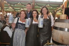 Gitti Walbrun, Peter Reichert, Angela Ascher, Ilse Aigner (von li. nach re.),  Anstich in der Schönheitskönigin auf der Oidn Wiesn am Oktoberfest in München 2018
