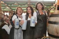 Gitti Walbrun, Angela Ascher, Ilse Aigner (von li. nach re.),  Anstich in der Schönheitskönigin auf der Oidn Wiesn am Oktoberfest in München 2018