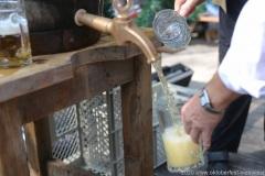 Wiesnbierprobe und Bierorden an Luise Kinseher im Biergarten der Hirschau in München 2020