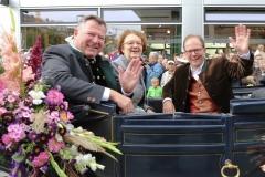 Josef Schmid,  Christine Strobel, Manuel Pretzl (von li. nach re.), Einzug der Wiesnwirte am Oktoberfest in München 2018