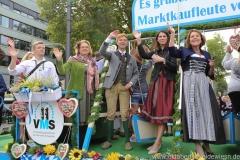 Yvonne Heckl (2. von li.), Dr.  Marion Kiechle (2. von re.), Gitti Walbrun (re.), Einzug der Wiesnwirte am Oktoberfest in München 2018