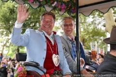 Patrick Lindnder (li.), Einzug der Wiesnwirte am Oktoberfest in München 2018