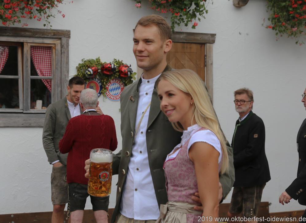 Manuel Neuer, FC Bayern in Käfers Wiesnschenke am Oktoberfest in München 2019