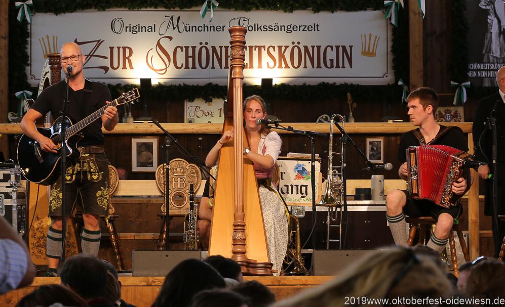 Trio Stierig, Talentwettbewerb Jetzt sing i für die BR Bretlspitzen im Volkssängerzelt zur Schönheitskönigin auf der Oidn Wiesn in München  am 30.9.2019