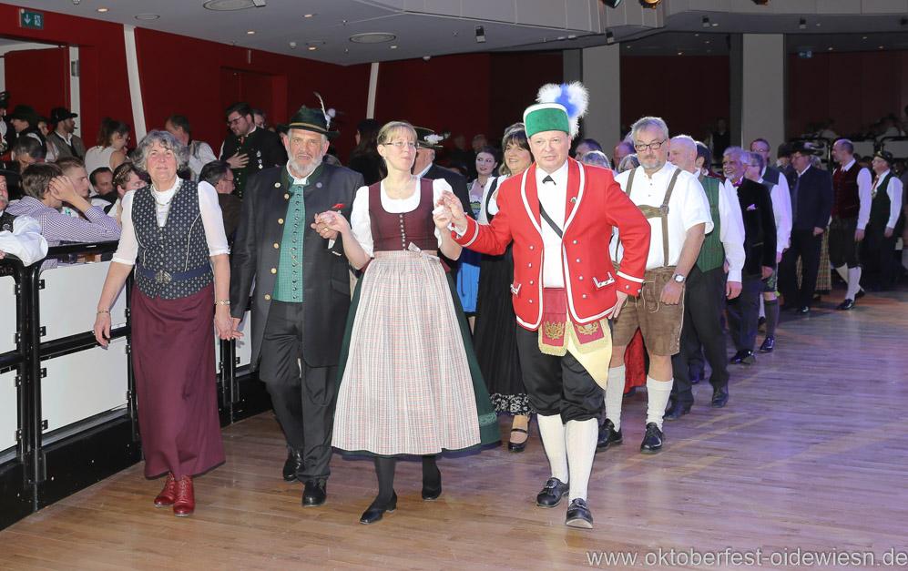 Christa und Karl-Heinz Knoll (li.), Oide Wiesn Bürgerball im Deutschen Theater in München 2019