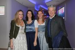 Christine Malescha (2. von li.), Günter Malescha (re.), Oide Wiesn Bürgerball im Deutschen Theater in München 2019