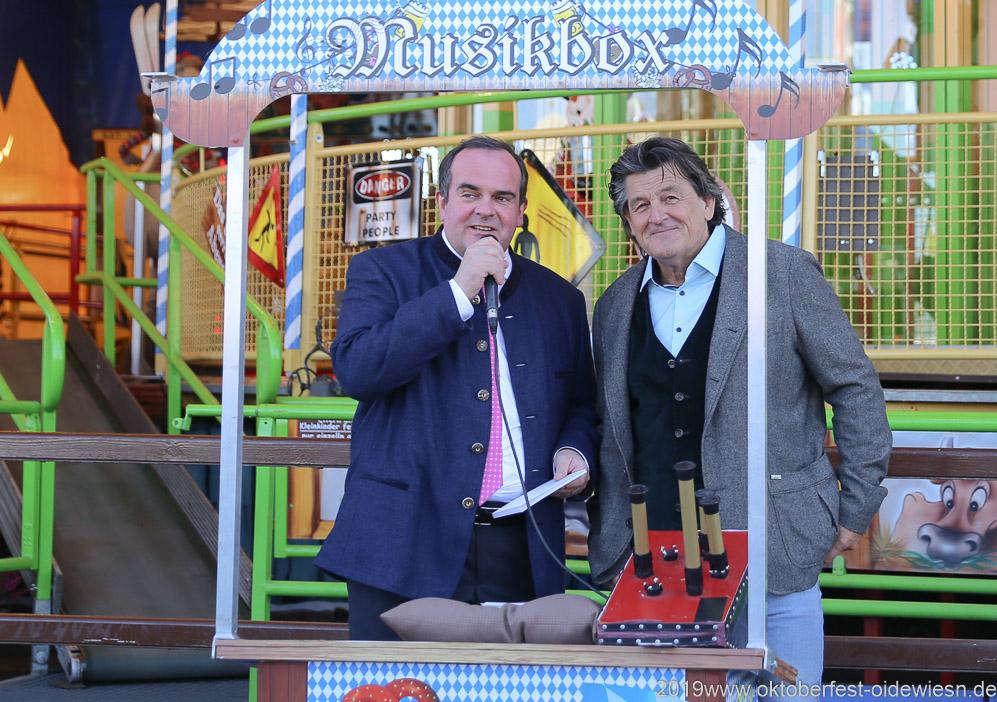 Clemens Baumgärtner und Karl Häsler (re.), Oktoberfest Presserundgang über die Theresienwiese in München  2019