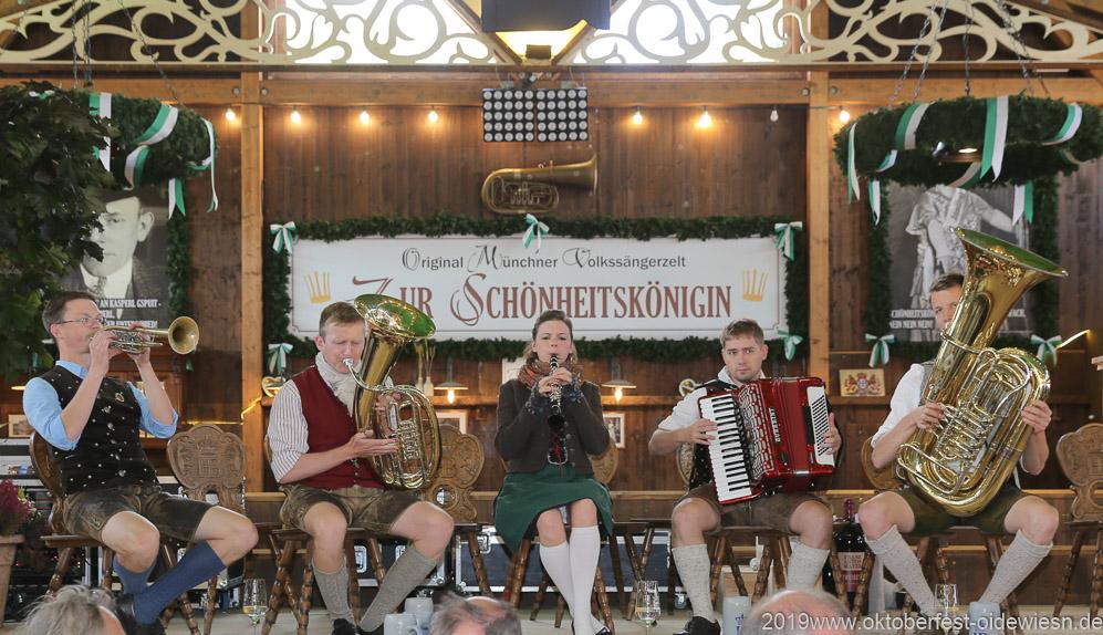 Kapelle Kaiserschmarrn, Oktoberfest Presserundgang über die Theresienwiese in München  2019